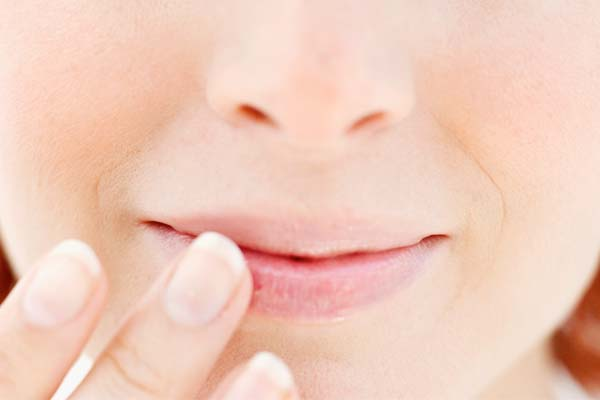 como-tratar-labios-rachados-e-ressecados