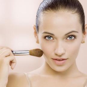 Truques de maquiagem para modificar traços dorosto